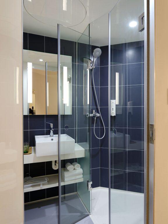 7 soluzioni salvaspazio creative per arredare un bagno piccolo